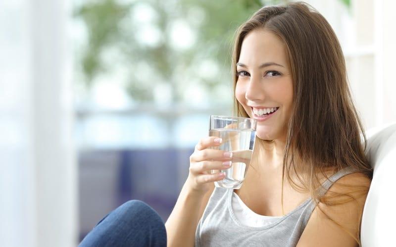 Inilah Cara Meminum Air Putih Yang Benar Dalam Sehari